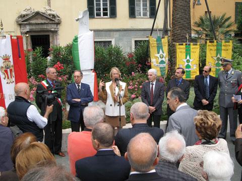 inaugurazione monimento e discorso del Prefetto