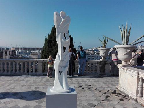 Esposizione di sculture sulla terrazza di Palazzo Reale a Genova