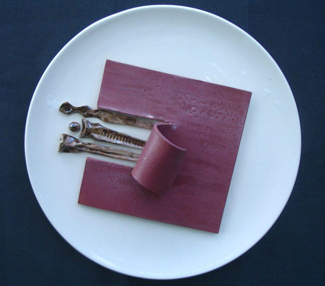 Piatto con piastra viola