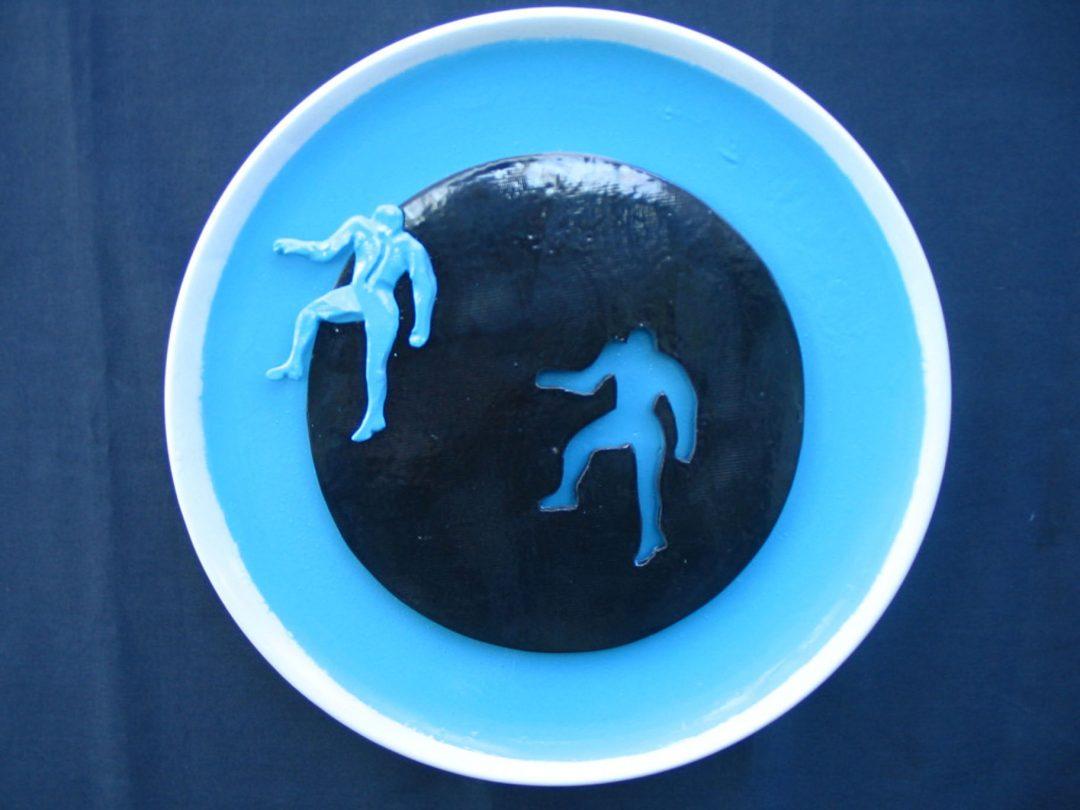 Figura azzurra verso sinistra